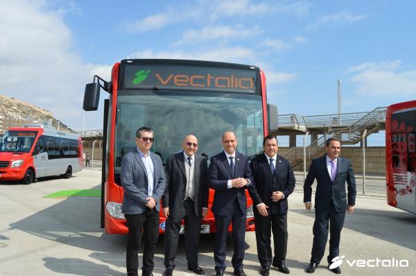 Presentación de la nueva flota de autobuses con Nach