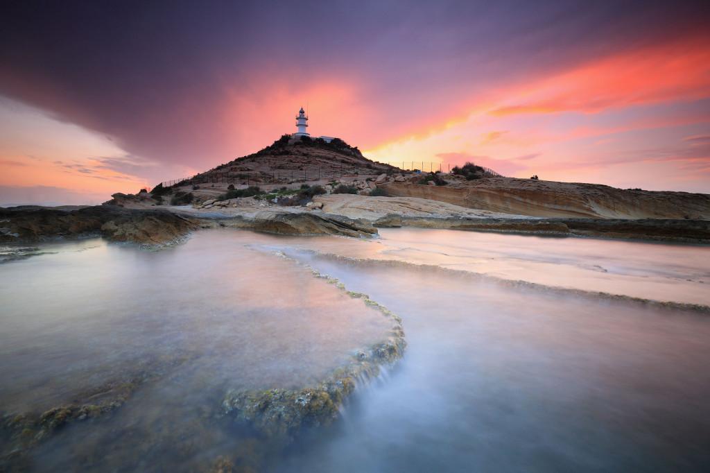 Precioso atardecer en el faro de Cabo Huertas (Alicante, España